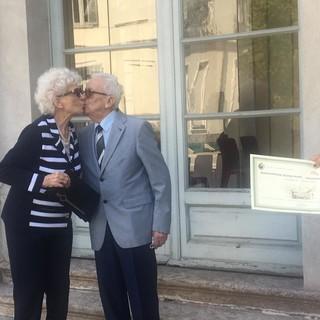 Pinuccia e Giovanni, quel bacio come 75 anni fa: «Il segreto? Pazienza e cervello»