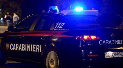 Non si ferma all'alt, inseguito dai carabinieri. Dopo due ore ci ricasca: per lui doppia denuncia