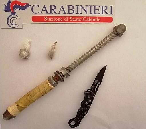 Italiani e incensurati, viaggiavano con manganello, coltello e un grammo di droga