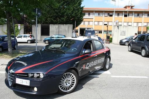 Straniero irregolare scoperto a rubare in un negozio del centro di Varese: arrestato dai carabinieri ed espulso