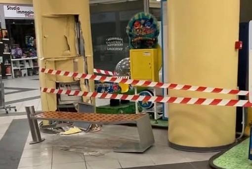 I danni provocati dall'incursione dei ladri (foto dalla pagina Facebook Tradate/Abbiate/Ceppine da vivere)