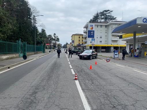 Controlli di esercito e carabinieri questa mattina in via Sanvito a Varese