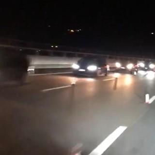 VIDEO. «Sono le 23 e questa è la coda sull'A26 tra Ovada e Genova»: il calvario notturno di un varesino e di tanti automobilisti