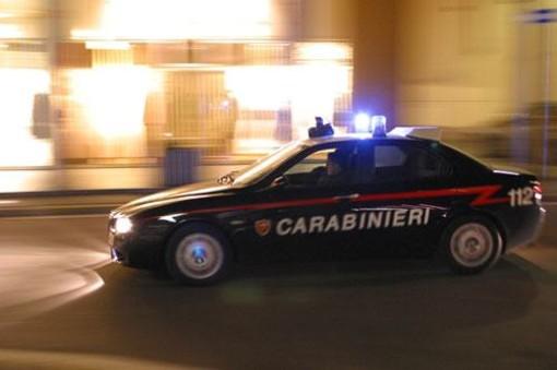 Besozzo, aggredisce i carabinieri: ventenne in manette
