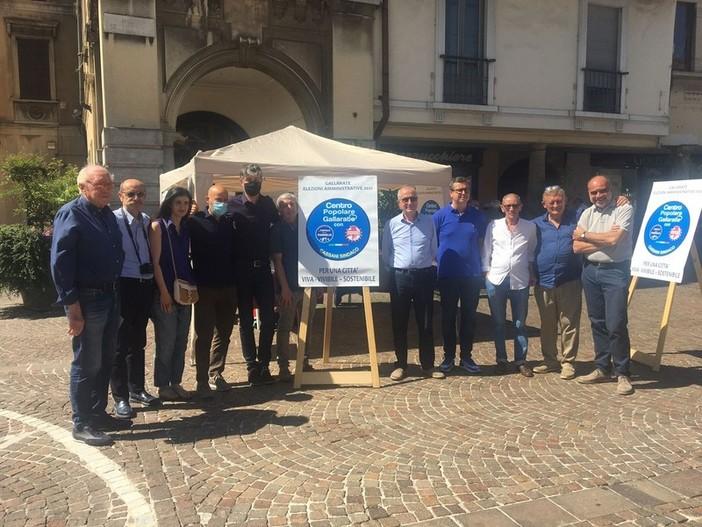 Alcuni esponenti della lista con il sindaco Andrea Cassani