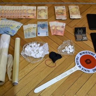 Trovato con 47 dosi di cocaina nascoste nella scocca dell'auto: arrestato