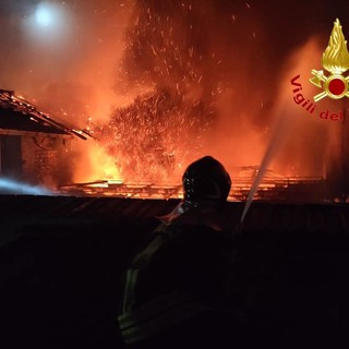 Le fiamme in via Adua