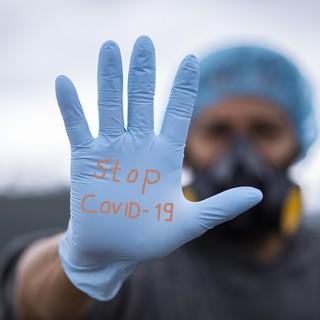 Coronavirus, da oggi stop all'obbligo dei guanti sui mezzi di trasporto pubblico