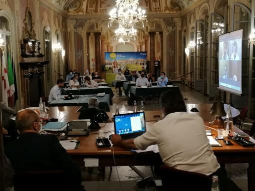 Maratona consiliare prima dell'estate, Palazzo Estense vara le misure a sostegno dell'economia