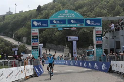 Lorenzo Fortunato continua a farci sognare: nuova impresa in salita sul Monte Grappa