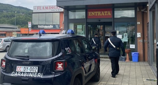 """Madre e figlia """"complici"""" per rubare al grande magazzino. Ma i carabinieri scoprono il trucco"""
