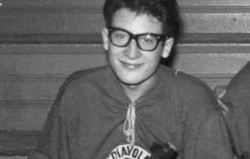 Sergio Freda, fondatore dell'Hockey Club Como, con la maglia dei mitici Diavoli Milano