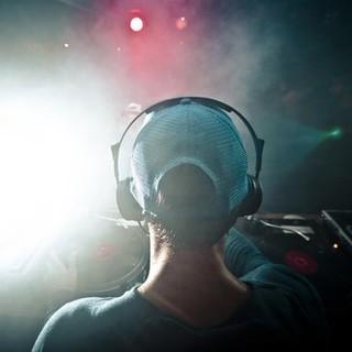 L'IDEA. Il pass inventato dalla Svizzera per aiutare bar, discoteche e locali notturni a mappare le presenze ed isolare eventuali focolai