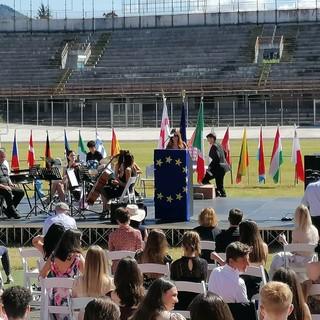 FOTO. Il Franco Ossola torna alla vita grazie ai ragazzi della scuola Europea