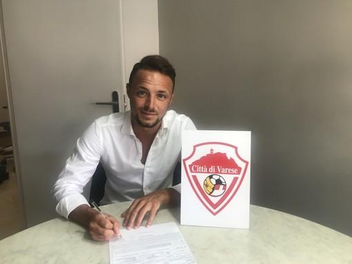 Disabato ha firmato: un figlio del Varese torna a giocare in biancorosso. «Grazie ai tifosi per tutto l'affetto che mi stanno dimostrando»