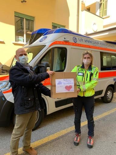 Quelli della mascherina e i doni del cuore alla Don Gnocchi di Malnate, alla caserma dei carabinieri di Azzate e poi... a Parma