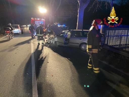 Perde il controllo dell'auto e si schianta contro gli alberi: un ferito sulla statale 394