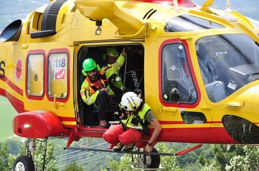 Maccagno, operaio cade da un pilone dell'elettricità nel bosco: trasportato in ospedale dall'elisoccorso