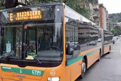 Un autobus della linea urbana E (foto generica dalla pagina Facebook di Autolinee Varesine)