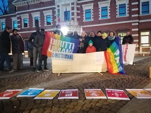 Una fiaccolata per la Giornata Mondiale dei Diritti Umani
