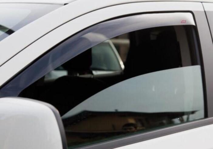 Bimba resta bloccata in auto, liberata dall'intervento di un cittadino