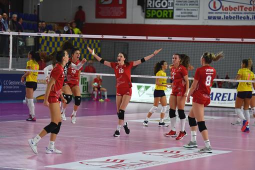 Le bustocche del volley vittoriose per 3-0 contro la capolista del girone B della serie A2 femminile