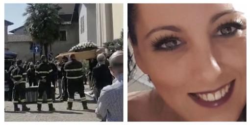 Folla commossa a Bodio per l'ultimo saluto ad Arianna: «Signore, prenditi cura di lei. Riempila di amore e di gioia»