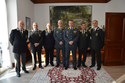 Il comandante regionale della Finanza in visita in provincia di Varese. In un anno a Malpensa sequestrata una tonnellata di droga