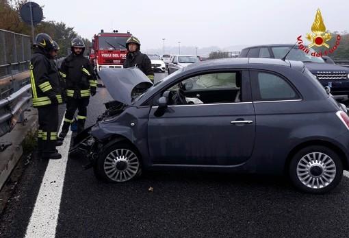 Ancora un incidente lungo la 336 di Malpensa: auto contro il guard rail, ferita una donna
