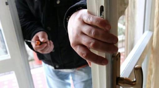 Busto, fermato con attrezzi da scasso: stava per commettere furti?
