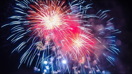 Angera, fuochi d'artificio sul lago per un Natale scoppiettante
