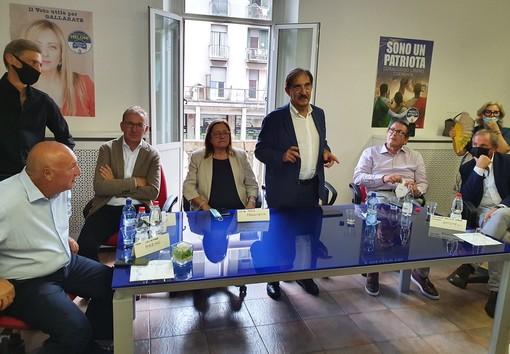 Il tavolo dei relatori all'inaugurazione della sede gallaratese di FdI