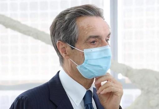 Mascherine obbligatorie fino al 14 luglio, la conferma di Fontana: «Lo chiedono i virologi»