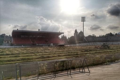 Al Franco Ossola falciano l'erba: sta tornando il Varese? Oggi i biancorossi possono essere in serie D