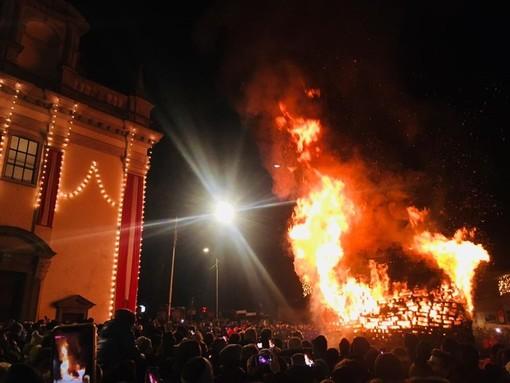 Falò di Sant'Antonio sì ma senza pubblico: il Covid non spegnerà la fiamma della speranza e una tradizione millenaria