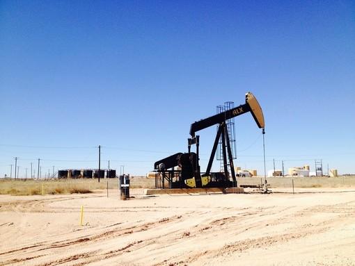 """Gas naturale e petrolio estratti tramite """"fracking"""": i possibili rischi ambientali se questa tecnica venisse adottata in Europa"""