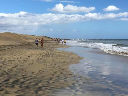 Spiaggia di Gran Canaria a Maspalomas: i voli Ryanair dal primo luglio riporteranno anche i turisti lombardi in Spagna