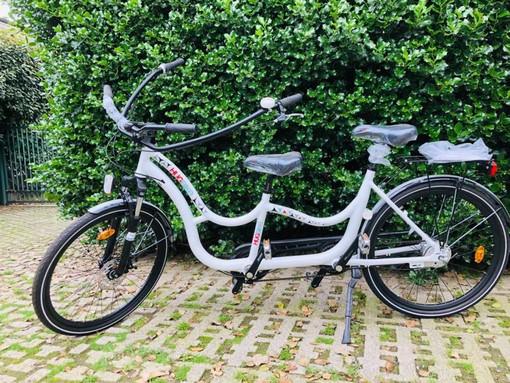 """A Sesto Calende arriva la bicicletta """"degli abbracci"""", dedicata alle persone affette da autismo"""