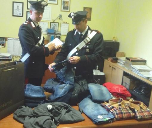 Il materiale recuperato dai carabinieri