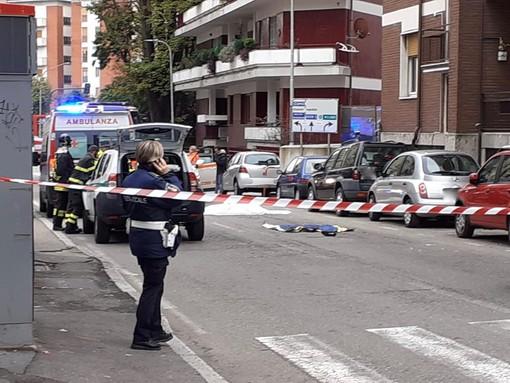 Donna investita e uccisa in via Sant'Imerio, fermato il conducente del camion: indagato per omicidio stradale e omissione di soccorso