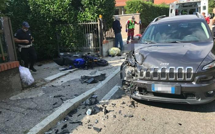 Scontro tra un'auto e una moto in via Campigli, ferito motociclista di 16 anni