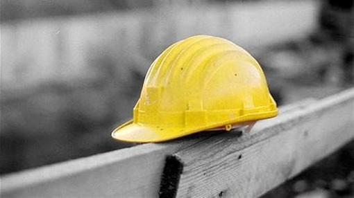 Gorla Minore, resta incastrato in un rullo: muore un operaio di 39 anni