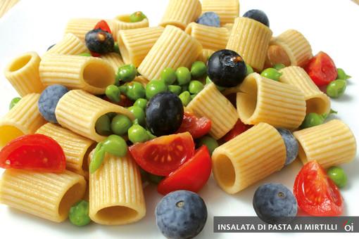 I mercoledì Veg di Ortofruit: oggi prepariamo insalata di pasta ai mirtilli