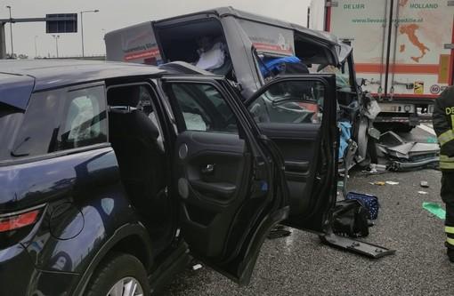 Un'immagine dell'incidente avvenuto in A9 (foto da ilSaronno.it)