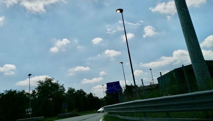FOTO. «Luci a San Siro? No, al Ponte di Vedano in pieno giorno: perché questo spreco?»