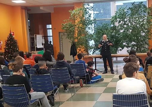 Cyberbullismo e prevenzione, una lezione a scuola con i carabinieri di Laveno Mombello