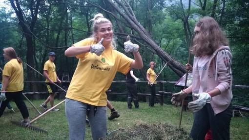Da tutto il mondo per il Campo dei Fiori: così i giovani aiutano la nostra montagna