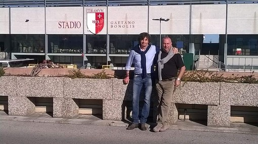 Livio Saccani con Silvio Papini fuori dallo stadio di Teramo