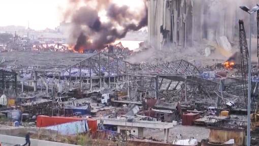 Apocalisse a Beirut: 100 morti, 4000 feriti, nube tossica. «Chi può lasci la città»