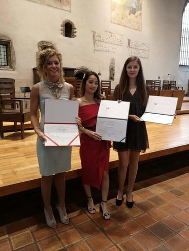 Biotecnologie: le prime tre studentesse laureate a doppio titolo all'Insubria e a Praga